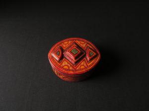 Boîte en cuir colorée et décorée - artisanat Touareg