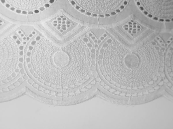 Close up - Broderie anglaise - Origine: Bénin - Africa Blooming